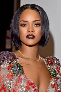 Rihanna in Still dating her Boyfriend Drake? Net worth: How rich is she? Does Rihanna have tattoos? Moda Rihanna, Rihanna Mode, Rihanna Style, Rihanna Fenty, Rihanna Fashion, Fashion 2018, Rihanna Hairstyles, Bob Hairstyles, Black Hairstyles
