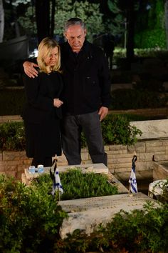 Ahead of Remembrance Day 2015 for the Fallen of Israel's Wars, PM Benjamin Netanyahu visited the grave of his brother Yoni