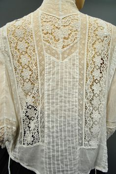 Antique Victorian Edwardian LACE Embroiderd Blouse with High Neck Vintage Tops, Blouse Vintage, Vintage Outfits, Vintage Dresses, Edwardian Fashion, Vintage Fashion, Victorian Blouse, Victorian Lace, Parisienne Chic