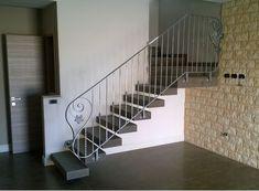 RINGHIERA FERRO BATTUTO . Realizzazioni Personalizzate . 033 Metal Staircase Railing, House Stairs, Iron Gates, Interior Design, Ebay, Home Decor, 3d, Garden, Iron Shelf