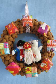 Met Pasen ga je voor een Paastak, met Kerst ga je voor een Kerstboom. Ieder familiefeest heeft zo z'n eigen decoraties. Maar wat hoort dan bij Sinterklaas? Do...