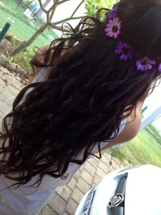 dark curly hair with flowers - Hairstyles and Beauty Tips