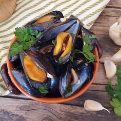 impepata di cozze Seafood Pasta, Antipasto, Japchae, Finger Foods, Eggplant, Serving Bowls, Food Porn, Fish, Vegetables