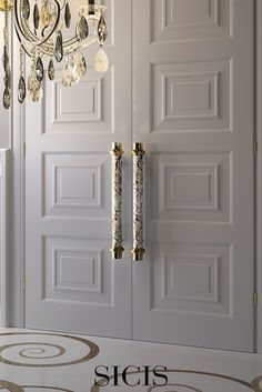 Ravel is the amazing door pull decorated with white and #gold #mosaic. http://bit.ly/DoorPulls_Sicis
