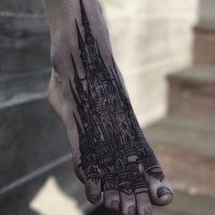 architecture tattoo designs to get you inspired for more ink Tattoo Girls, Girl Tattoos, Tatoos, Diy Tattoo, Tatoo Art, Foot Tattoos, Body Art Tattoos, Burg Tattoo, Tattoo Pied