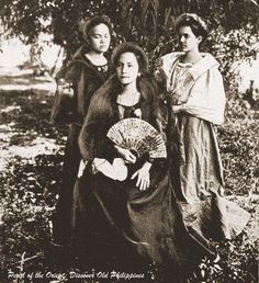 VISAYAN Belles 1905 Philippines Outfit, Philippines Fashion, Philippines Culture, Philippine Art, Philippine Women, Old Photos, Vintage Photos, Filipino Architecture, Filipina Girls