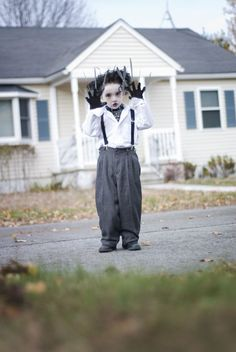 Kid friendly Edward Scissorhands costume. But I think we'd have to make it. But at least this gives us the instructions. I'm gonna keep looking for more