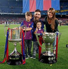 Messi 10, Messi Fans, Messi And Ronaldo, God Of Football, Best Football Team, Lionel Messi Wallpapers, Antonella Roccuzzo, Leonel Messi, Soccer Stars