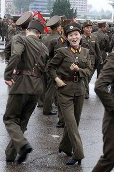 North Korea, make dance not war Life In North Korea, South Korean Women, Korean President, Army Women, Korean People, Military Girl, Korean Wave, China, Armed Forces