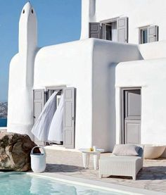 Stunning dream house at Mykonos island. Have you ever been to Mykonos? It's a place on Earth, in Greece to be more specific, which is. Style At Home, Exterior Design, Interior And Exterior, Mediterranean Architecture, Greece Architecture, Greek House, House On A Hill, Home Fashion, Coastal Style