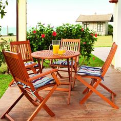 Comedor de madera teca o de eucalipto modelo SOL de Butzke en una terraza son plegables
