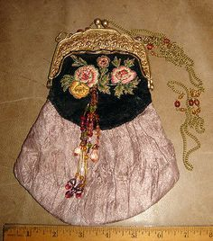 VTG ESTATE VICTORIAN ART DECO STYLE BEAD BRASS FLORAL FRAMED CROSS BODY LOVE BAG