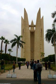 Denkmal am Assuan Staudamm