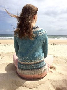Ravelry: Cardigan Ariel/ Koftan Ariel pattern by Veronika Lindberg Knitting Charts, Knitting Patterns, Knitting Ideas, Ariel, Ravelry, Sweater Cardigan, Knit Crochet, Turtle Neck, Classy