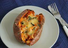 Gepofte zoete aardappel met kaas