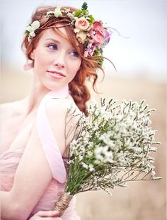 Ginger bride's loose braided wedding hairstyle with airy flower crown corona halo ♔