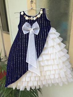 can u upload. back side of this frock Frocks For Girls, Dresses Kids Girl, Little Girl Dresses, Kids Outfits, Dress Girl, Kids Frocks Design, Baby Frocks Designs, Little Girl Fashion, Kids Fashion