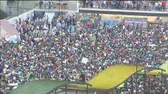 Cientos de estudiantes en Granada y Sevilla celebran la Fiesta de la Primavera