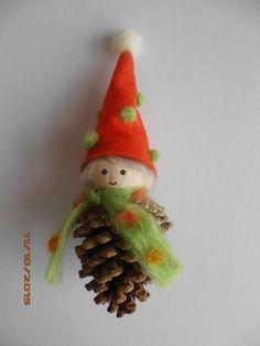 Basteln einfach & basteln mit Kindern. DIY Idee zum Selbermachen. Wichtel Waldfried - Meine handgefertigten Märchenfiguren aus Zapfen & Naturmaterial sind eine bezaubernde Geschenkidee - für Weihnachten, Silvester, Geburtstag, als Glücksbringer für die Prüfung, oder als Mitbringsel. Die kleinen Unikate eignen sich auch wunderschön als Weihnachtsdeko. Weitere selbstgemachte Figuren finden Sie auf daninas-kunst-werkstatt.at