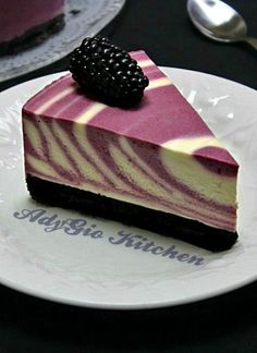 Cake without baking with yogurt and blackberry recipe - Adygio Kitchen Non Bake Cheesecake, Coffee Cheesecake, Cheesecake Recipes, No Bake Desserts, Easy Desserts, Dessert Recipes, Tasty Chocolate Cake, Decadent Chocolate, Baking With Yogurt