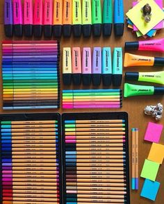 Bullet Journal Lettering Ideas, Bullet Journal Writing, Stationary Organization, Desk Organization, Cool School Supplies, Study Room Decor, Cute Stationary, School Stationery, Too Cool For School