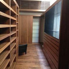 Casa en El Pedregal: Vestidores y closets de estilo moderno por Revah Arqs