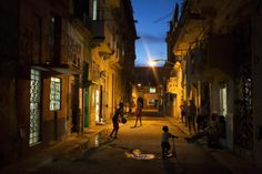 Children play on the street in Havana, Cuba, December 23, 2014. REUTERS/Alexandre Meneghini