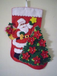 NATAL - ENFEITE PARA PORTA Cute Christmas Stockings, Felt Christmas Decorations, Christmas Crafts, Christmas Ornaments, Holiday Decor, Felt Crafts, Diy And Crafts, Christmas Holidays, Xmas