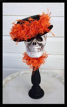 Cráneo de decoración de Halloween en candelabro por JeanKnee