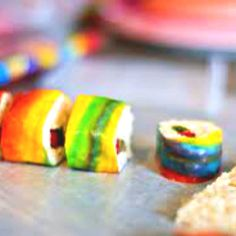 candy sushi - rice krispies/gummy worms/fruit roll ups. The only kind of sushi I'd eat! Rice Crispy Treats, Krispie Treats, Candy Sushi Rolls, Cute Food, Yummy Food, Yummy Treats, Sweet Treats, Sushi For Kids, Kinds Of Sushi