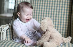 William And Kate Release First Photos Of Princess Charlotte Since July (6 months old) - The Frisky