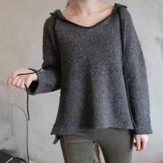 HOODED LONG BACK SWEATER