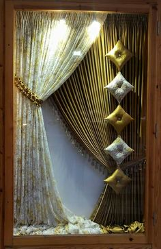 Living Room Curtains: Tips In Finding the Best One for Your Home - Life ideas Spring Window Display, Window Display Design, Shop Window Displays, Store Displays, Display Shop, Boutique Interior Design, Showroom Design, Elegant Curtains, Modern Curtains