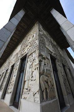 La façace du Palais de Porte Dorée ,avenue Daumesnil - Paris 12ème