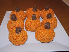 Making The Rice Krispie Pumpkins // Halloween With Hannah #Blogger #Treats #Halloween