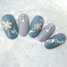 #冬 #ブライダル #デート #クリスマス #ハンド #ホログラム #ビジュー #シェル #星 #雪の結晶 #ホワイト #グレー #水色 #ジェルネイル #ネイルチップ #nyanyanya #ネイルブック