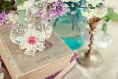 vintage-books-burlap-table-cloth-blue-mason-jar-centerpiece