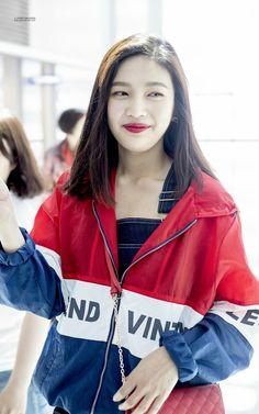 180612 Joy - Incheon Airport to San Francisco by Newsen Red Velvet Joy, Red Velvet Irene, Seulgi, K Pop, South Korean Girls, Korean Girl Groups, Red Velet, Kpop Fashion, Womens Fashion