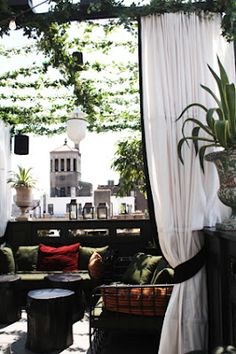 Janelle McCullochs Library of Design: The Glamour of New York: A List  terrace at the Peninsula  love the vines!