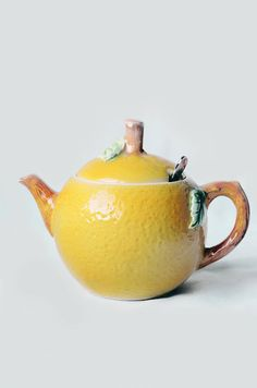 Vintage Lemon Teapot Honey Pot. Lemon tree very pretty....