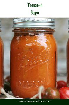Fruchtiges Tomatensugo. So holt man sich den Sommer ins Glas. #sugo #veganessugo #tomatensugo #vegetarsischessugo #ausdemgarten #tomaten #wasmacheichmittomaten #tomatenrezept #nudelsauce #saucefürnudeln #tomatensauße #tomatensauce #rezept #saisonalesrezeptmittomaten Chutney, Salsa, Vegan Recipes, Easy Meals, Breakfast, Dressing, Food, Canning, Vegan Food