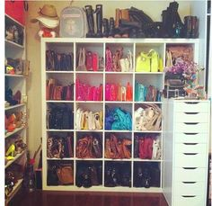 great closet! #Handbagstorage