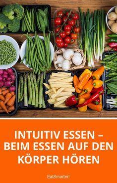 Bei keinem Thema sind die Theorien und Meinungen so facettenreich wie bei der Ernährung. Insbesondere beim Abnehmen denken die meisten Menschen an eine Diät mit strengen Ernährungsregeln. Diese Vorschriften bestimmen unser Essverhalten von außen. Oftmals werden dabei die Bedürfnisse des Körpers missachtet, was dazu führt, dass über 90 % aller Diäten langfristig scheitern. Was vielen Menschen jedoch gar nicht bewusst ist: Es gibt einen ganz anderen Ansatz zum Abnehmen. Intuitives Essen ist…