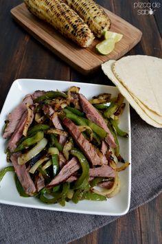 Fajitas de carne arrachera con pimientos | http://www.pizcadesabor.com/2014/06/24/fajitas-de-carne-arrachera-con-pimientos/