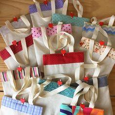 Os presentes mais charmosos prontinhos, Papai Noel saindo daqui a pouquinho.  #ateliefofurices #artesanato #fofura #fofurices #gift #presente #book #livro #caderno #encadernacao #bookbinding #bag #coracao #heart