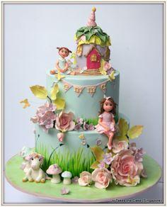 Fairy Garden - cake by Jo Finlayson (Jo Takes the Cake) - CakesDecor Fairy House Cake, Fairy Garden Cake, Garden Party Cakes, Garden Cupcakes, Fairy Cakes, Easter Cupcakes, Fairy Birthday Cake, Garden Birthday, Baby Birthday Cakes