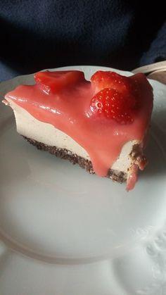 """Včera, když jsem měla teda ty narozeniny, tak samozřejmě všichni čekali, že bude dortík. No a kdo by mi ho upekl jiný, než já sama sobě :-). Takže jsem se rozhodla opět pro dort ve stylu """"cheesecake"""". Jsou celkem jednoduché a není s nimi taková práce, protože jsem dorty musela péct dva. Půlka rodiny, co tyto dortíky nejí (nebo nemají..."""