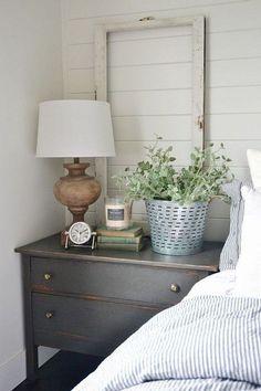 Beautiful Farmhouse Master Bedroom Ideas 06 #FarmhouseLamp