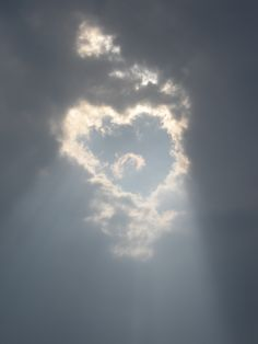 my mom has always told me a ray of sun means someone gets to go to heaven. Heart In Nature, All Nature, Amazing Nature, God's Heart, I Love Heart, Above The Clouds, Sky And Clouds, Angel Clouds, How He Loves Us