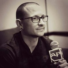Beautiful Legend Chester Bennington ❤🤘 Your voice will always be home💙🎤🤘 Chester Bennington, Charles Bennington, Chester Rip, Linkin Park Chester, Mike Shinoda, Park Pictures, My True Love, In Loving Memory, Beautiful Soul